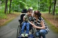 Родители и опекуны ребенка-инвалида могут получать страховую пенсию по старости досрочно